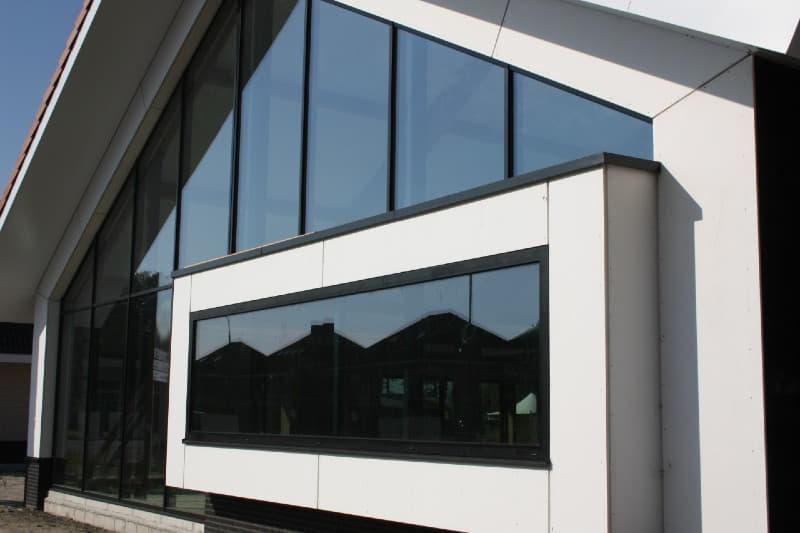 raamgevel in punt voorzien van dubbelglas